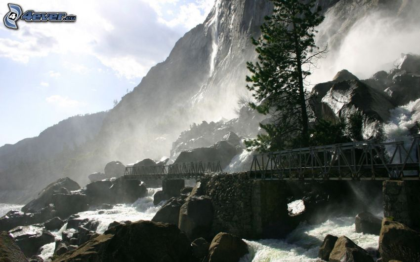 ponte di ferro, massi, il fiume
