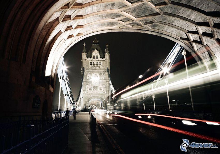 Tower Bridge, città notturno