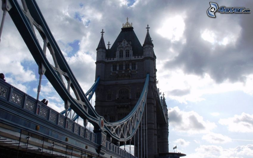 Tower Bridge, Londra, Inghilterra, nuvole