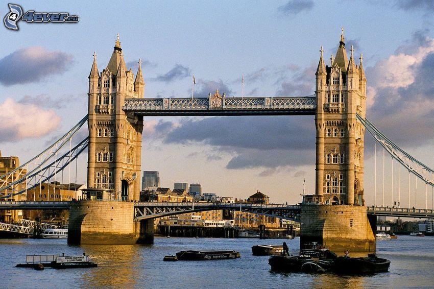 Tower Bridge, Tamigi, navi