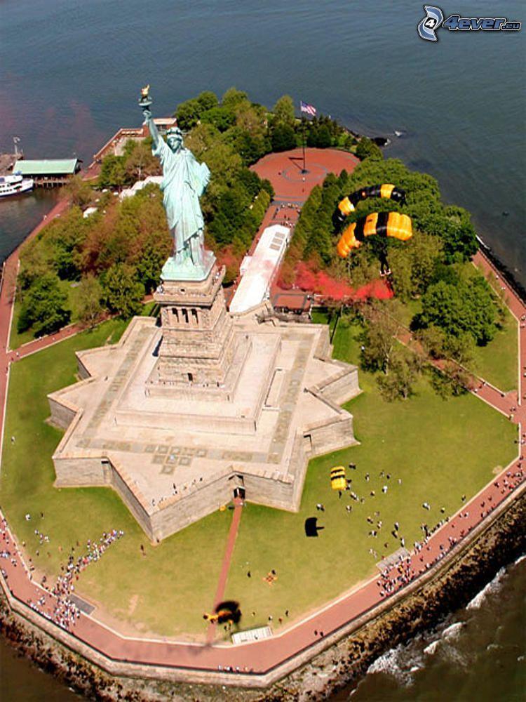 Statua della Libertà, isola