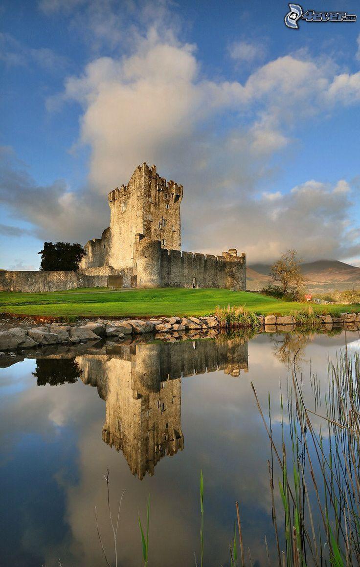 castello Ross, il fiume, riflessione