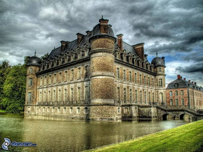 Château de Belœil, nuvole scure, lago, HDR