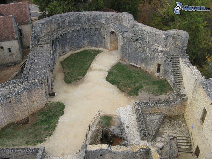 château de Bonaguil, cortile