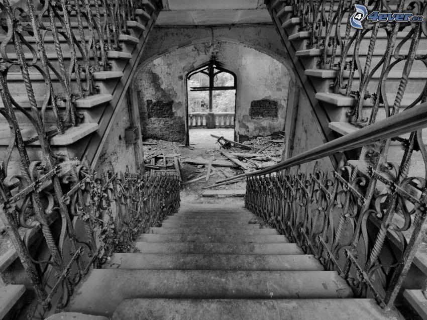 edificio abbandonato, vecchie scale