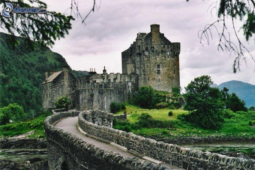 Eilean Donan, ponte di pietra