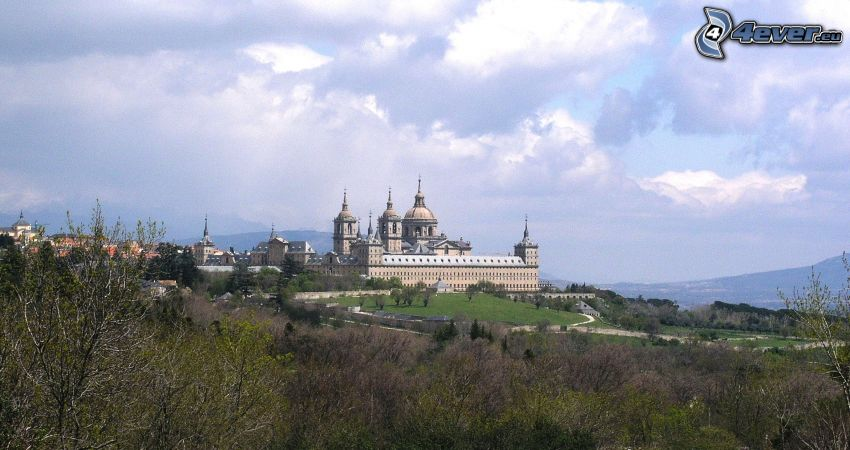 El Escorial, foresta, nuvole