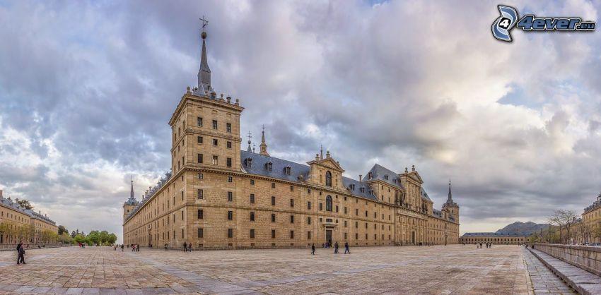 El Escorial, piazza, nuvole