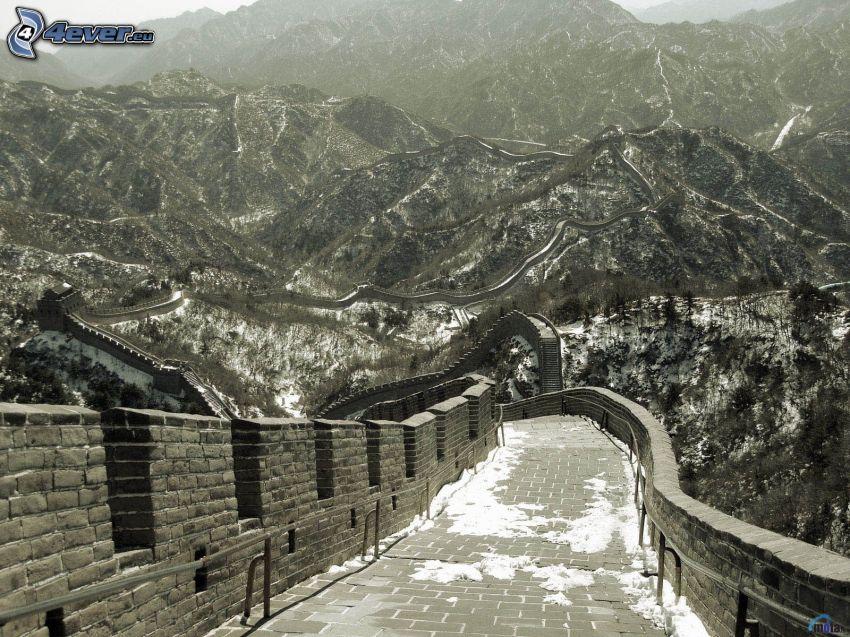 Grande muraglia cinese, neve, montagne, foto in bianco e nero