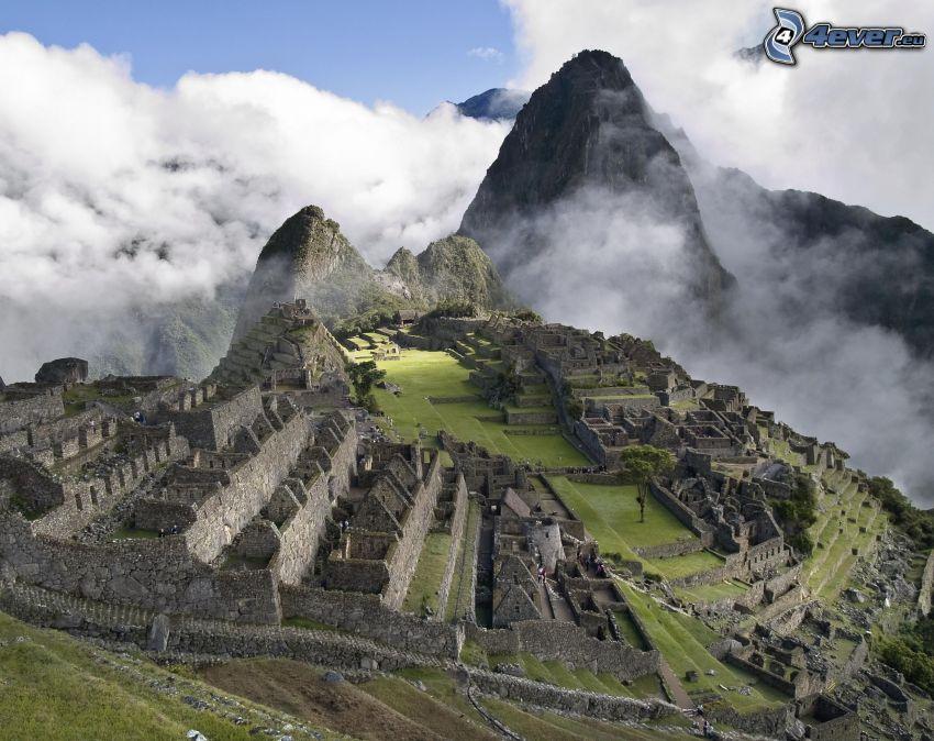 Machu Picchu, nebbia