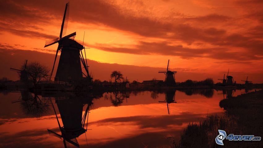 mulini a vento al tramonto, canale d'acqua, Paesi Bassi