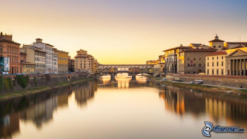 Ponte Vecchio, Firenze, Italia, ponte storico, superficie d'acqua calma