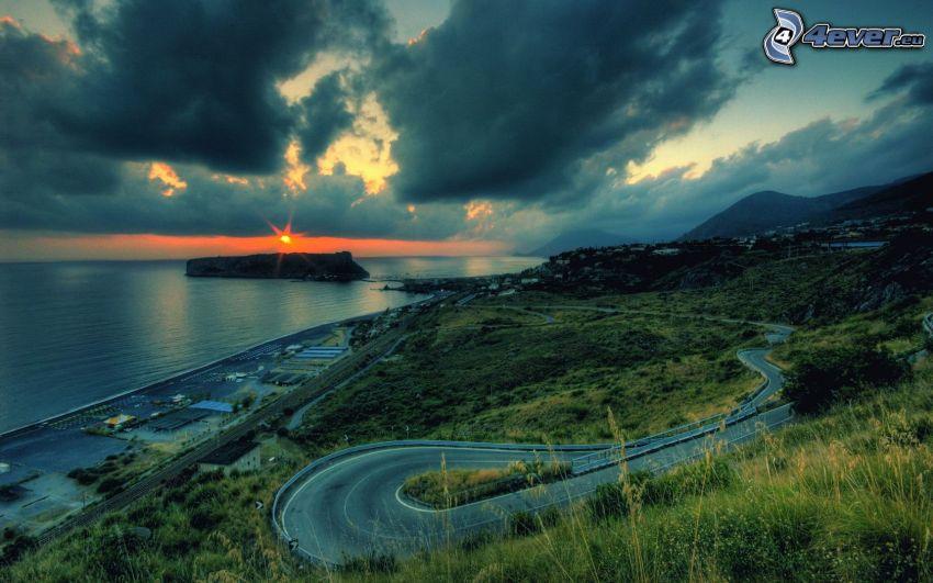 strada serpeggiante, Spiaggia al tramonto