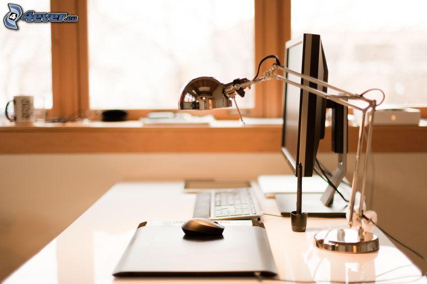 tavolo da lavoro, lampada, computer