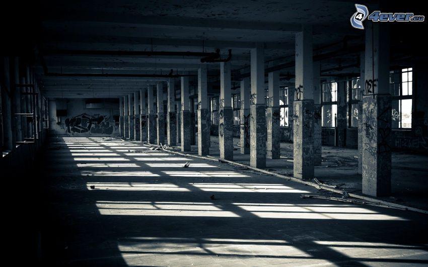 vecchio edificio, colonne