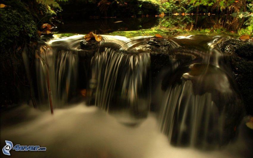 cascata, il fiume