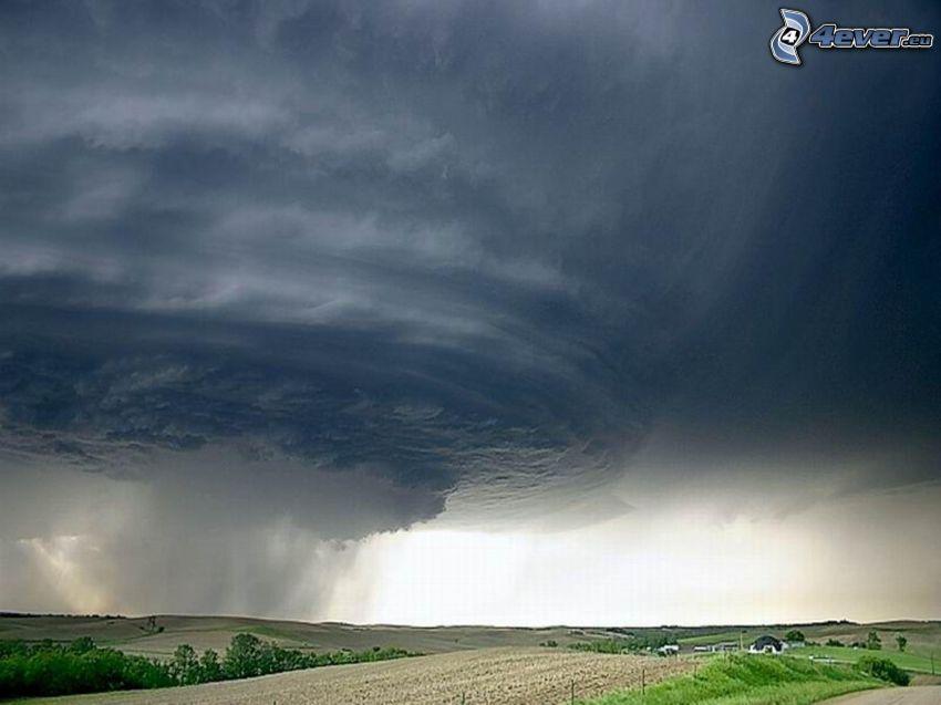 Vortice d'aria, vento, cielo scuro tempestoso