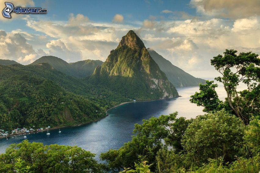collina, montagne, il fiume, alberi, nuvole
