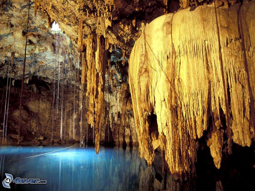 Lechuguilla, New Mexico, grotta, stalattiti, laghetto