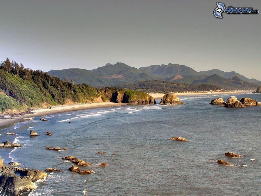 costa rocciosa, mare, montagne