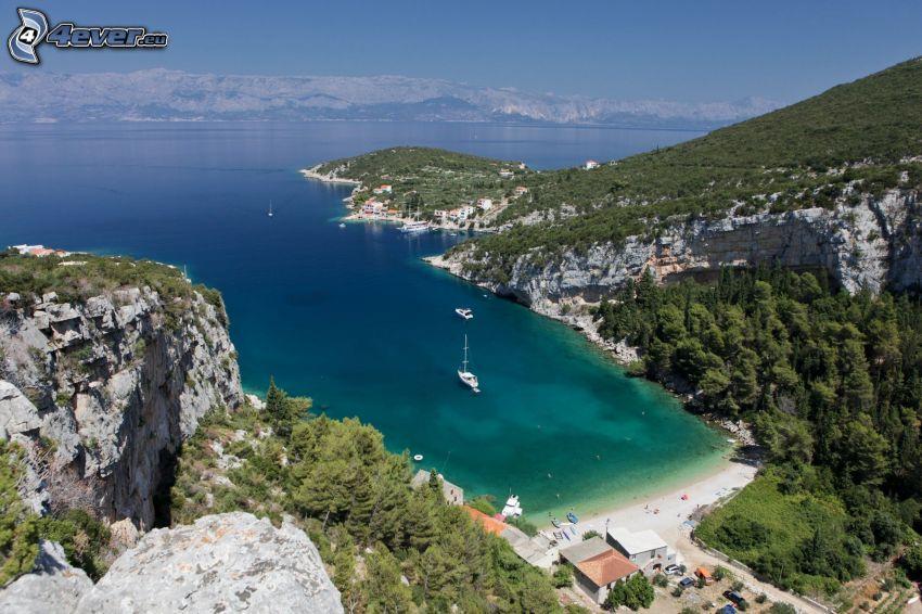 Croazia, costa rocciosa, baia