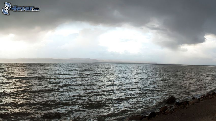 mare, cielo scuro