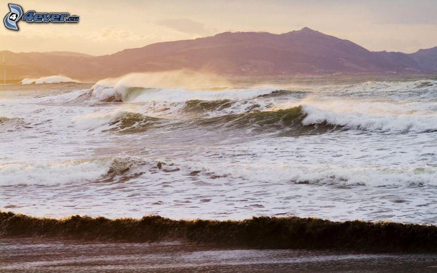 mare burrascoso, onde sulla costa, montagna