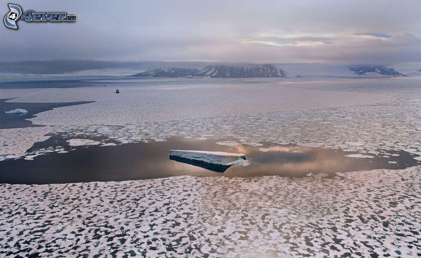 mare ghiacciato, lastra di ghiaccio