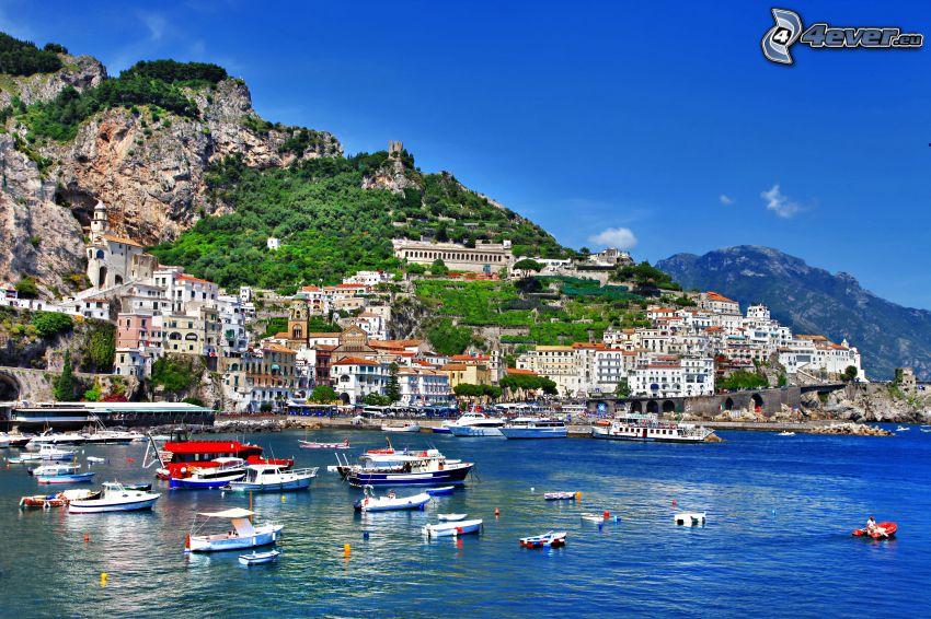 porto, cittá, imbarcazioni, collina rocciosa