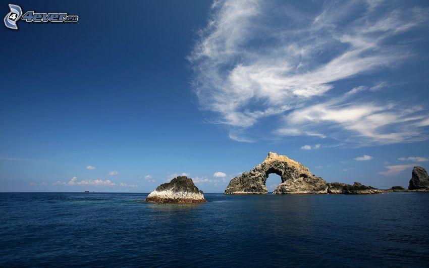 portone roccioso sul mare, roccia nel mare