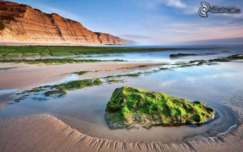 roccia nel mare, falesie
