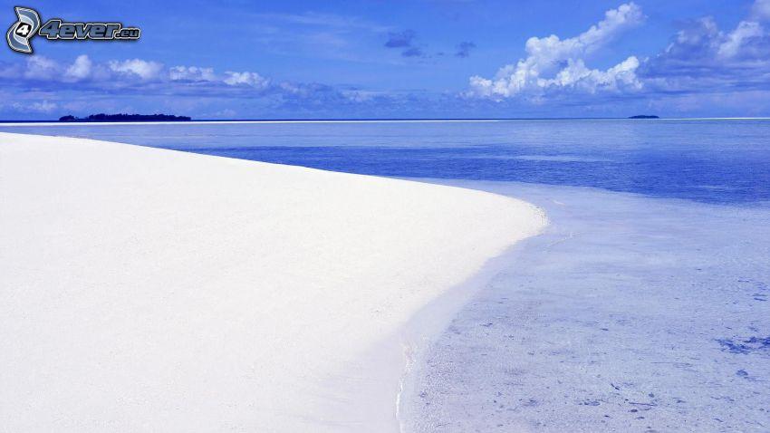 spiaggia sabbiosa, mare