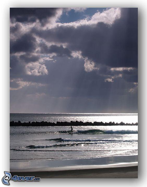 surfing, spiaggia, mare, onde sulla costa, nuvole, raggi del sole