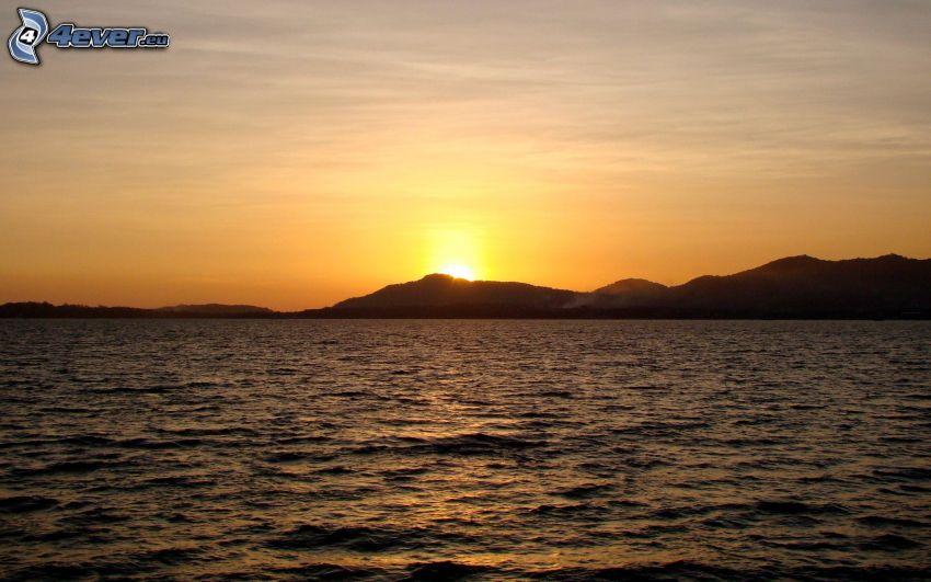 tramonto sul mare, montagna