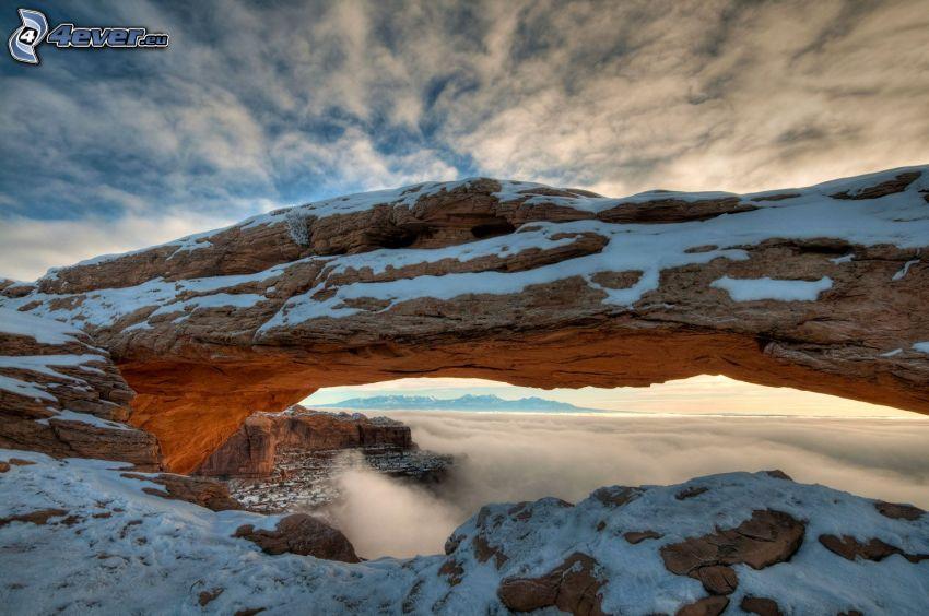 Mesa Arch, porta rocciosa, neve
