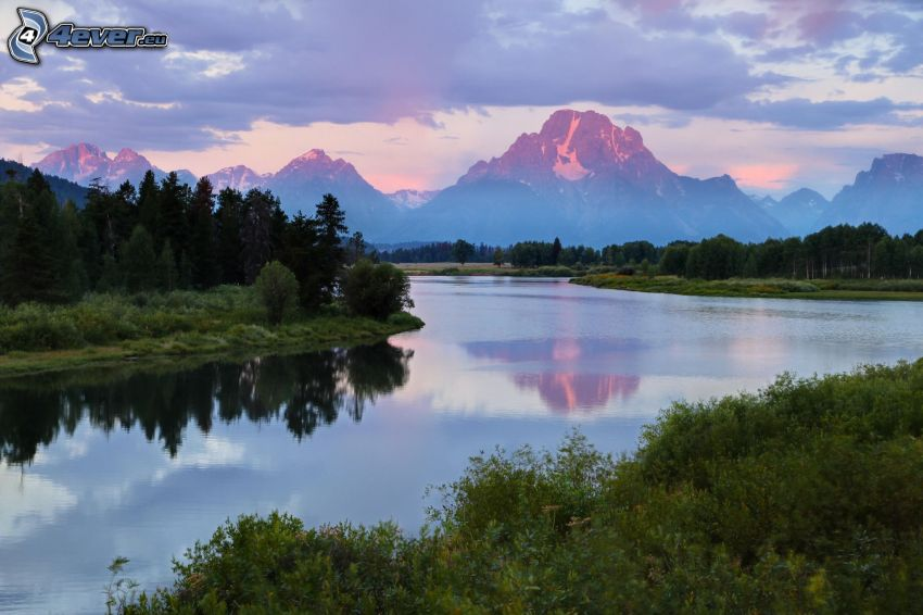 montagne, il fiume, foresta, nuvole