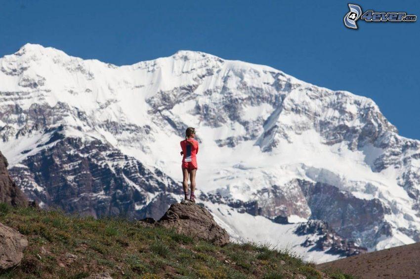 Aconcagua, montagna innevata, turista