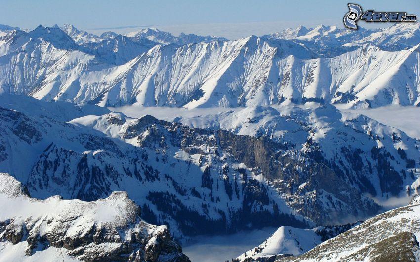 Alpi, montagne innevate