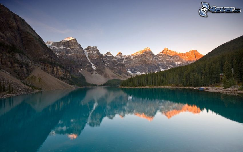 Moraine Lake, Valley of the ten Peaks, Parco nazionale Banff, lago, colline rocciose, alberi di conifere, riflessione, Canada