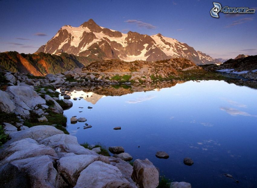 Mount Baker, lago di montagna, laghetto, pietre, montagna rocciosa, montagna innevata, sera