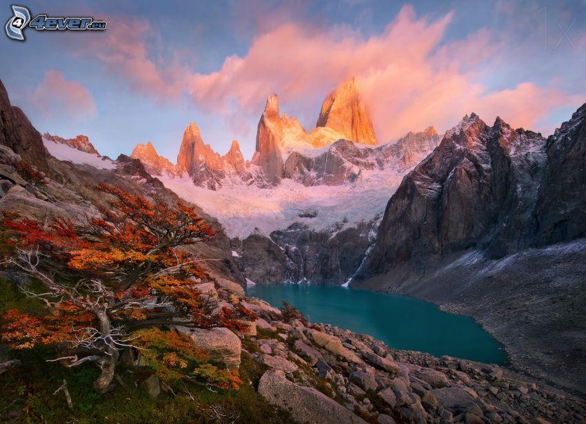 Mount Fitz Roy, lago di montagna, montagne rocciose, neve
