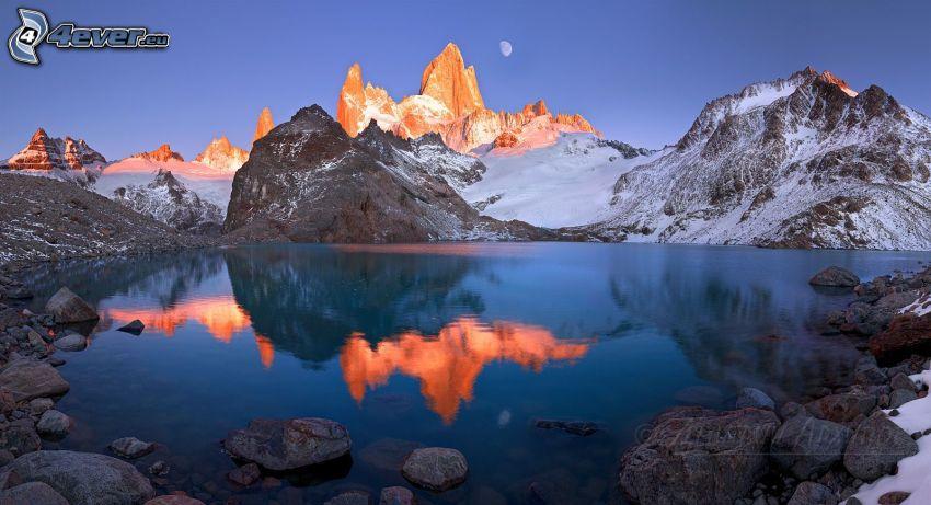 Patagonia, lago di montagna, montagne, luna