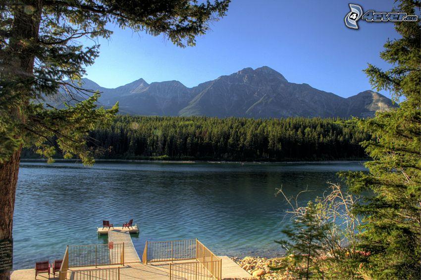 Pyramid Mountain, bosco di conifere, lago, terrazza, molo