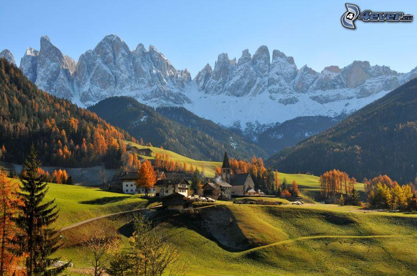 Val di Funes, villaggio, valli, montagne rocciose, Italia