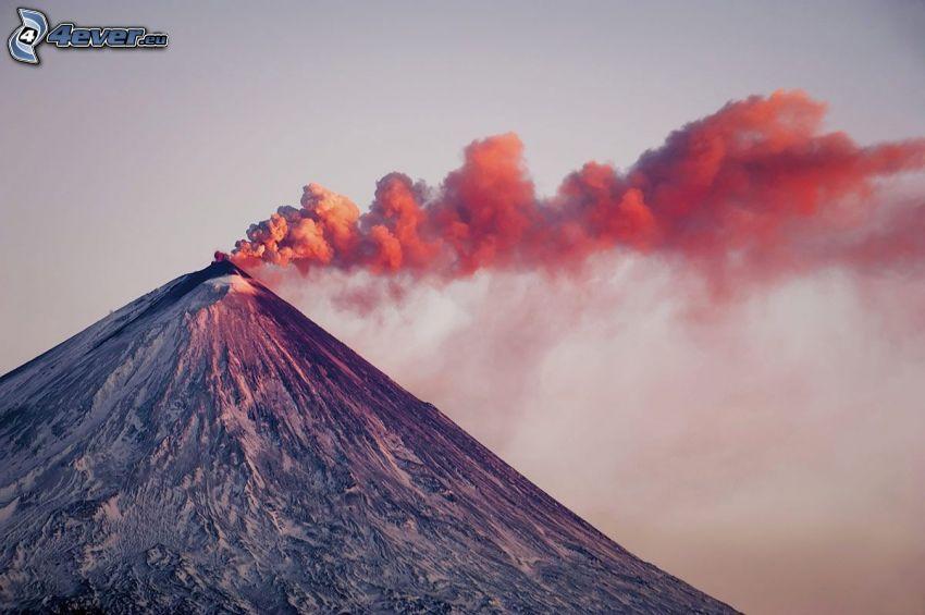 Volcano Kronockaja, nube vulcanica
