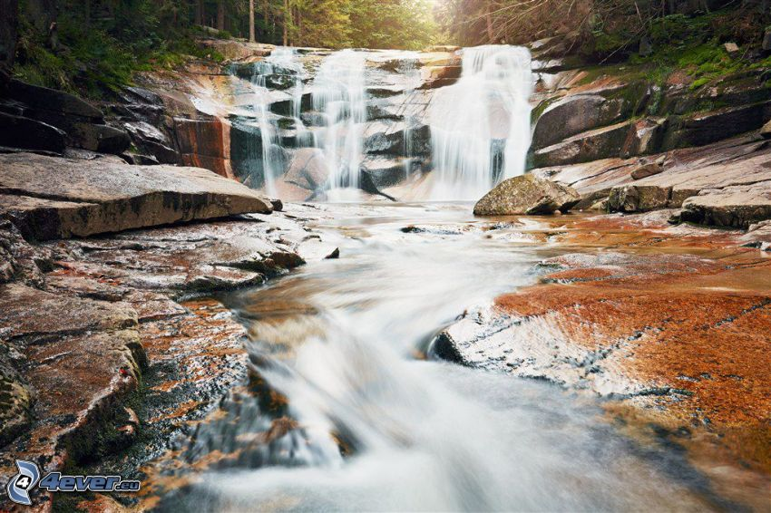 cascata di Mumlava, rocce