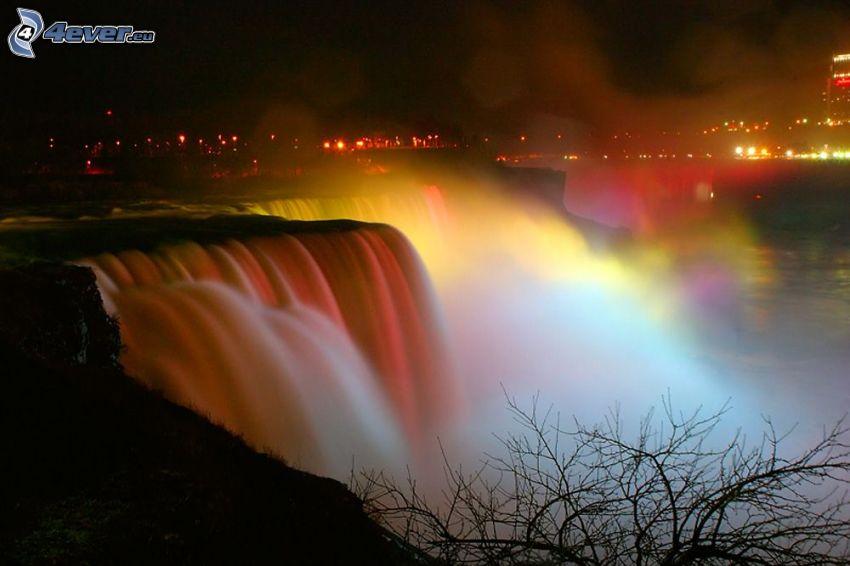 Cascate del Niagara, illuminazione colorata, notte