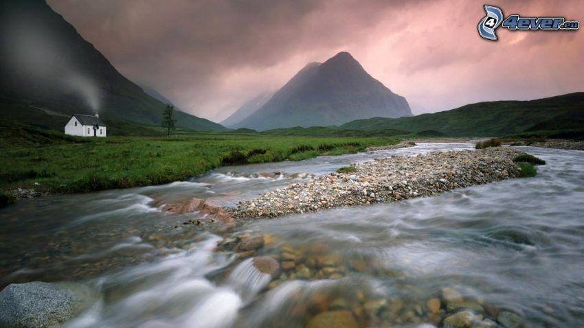 Glen Coe, Scozia, il fiume, capanna, colline