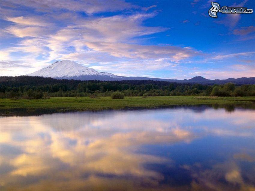 lago, montagna innevata, foresta, cielo
