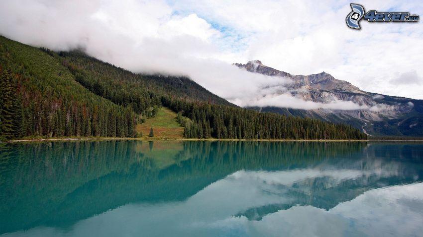 lago azzurro, montagne rocciose, foresta